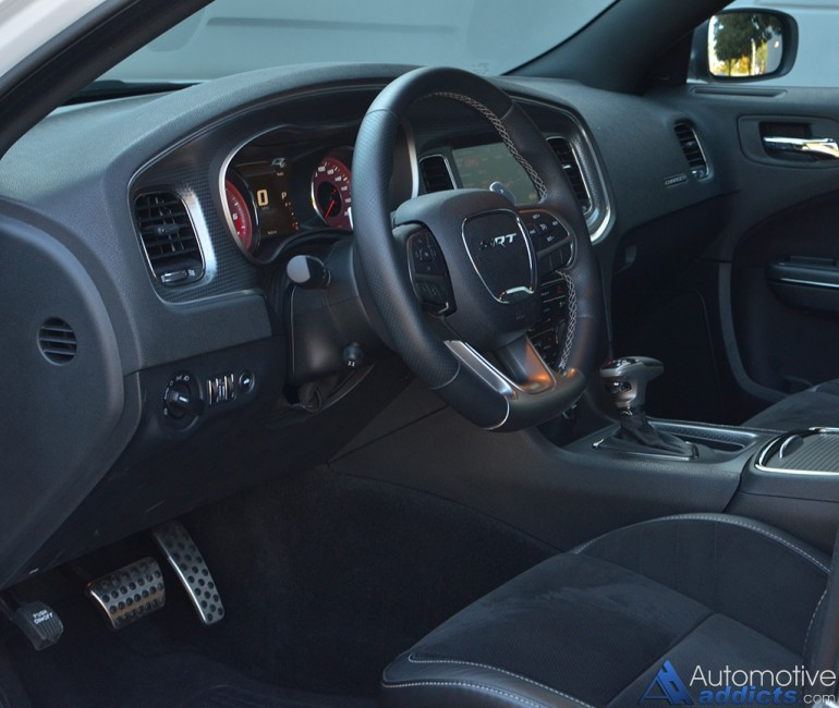 2015-dodge-charger-srt-hellcat-dashboard