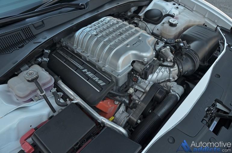 2015-dodge-charger-srt-hellcat-engine