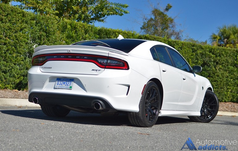 2015-dodge-charger-srt-hellcat-rear