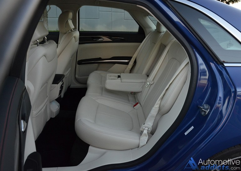 2015-lincoln-mkz-black-label-rear-seats