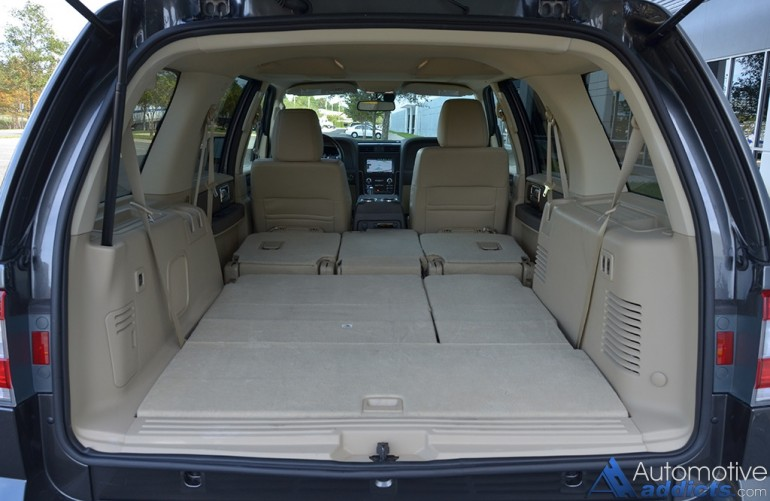 2015-lincoln-navigator-cargo-seats-down