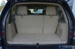 2015-lincoln-navigator-cargo-seats-up
