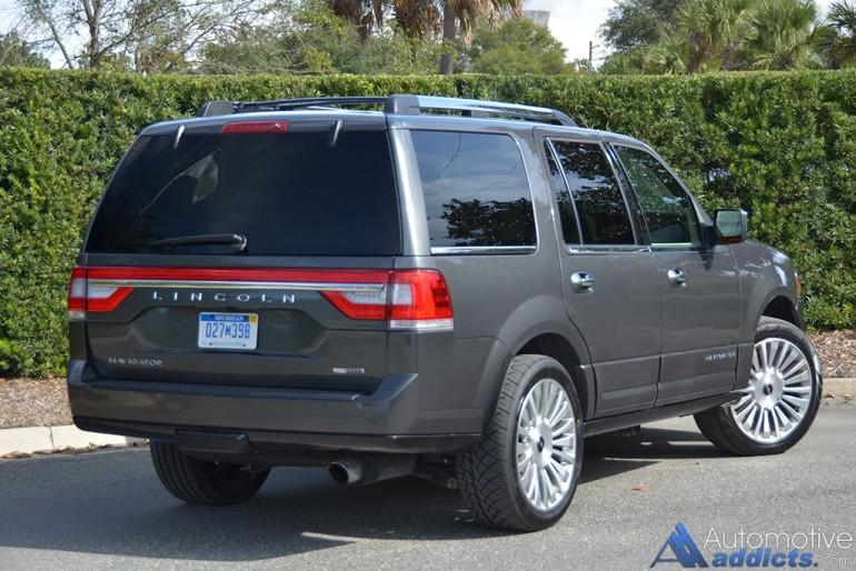 2015-lincoln-navigator-rear
