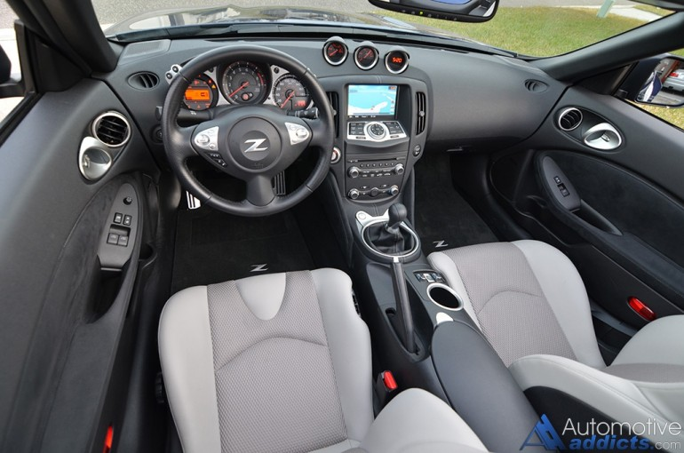 2016-nissan-370z-convertible-dashboard