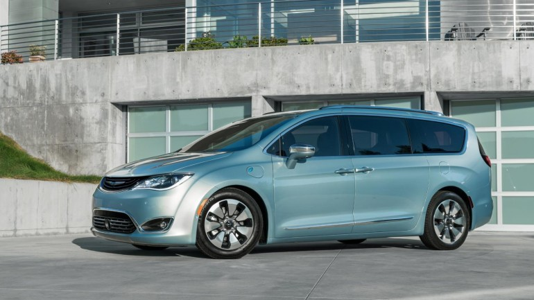 Minivan Makeover: Chrysler Introduces All-New 2017 Pacifica Minivan as Replacement for Town & Country