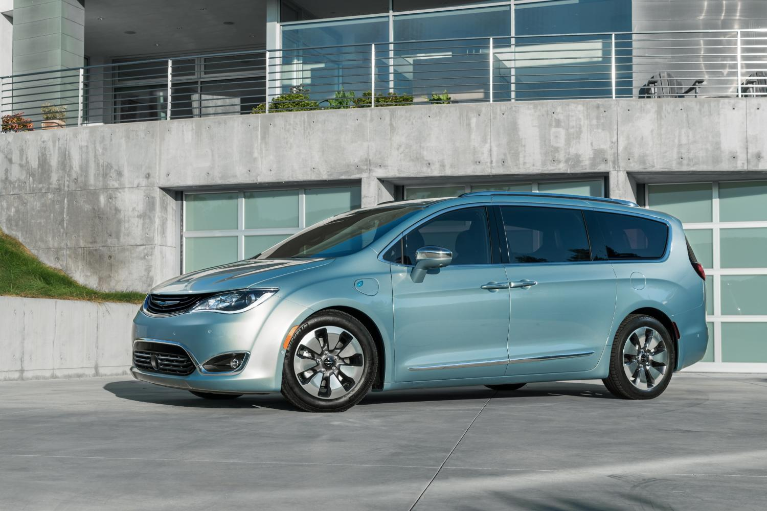 Minivan Makeover Chrysler Introduces All New 2017 Pacifica As Replacement For Town Country