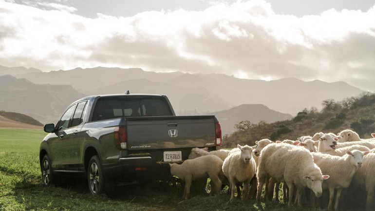 Honda Goes Long for 2017 Ridgeline Pickup Super Bowl 50 Commercial