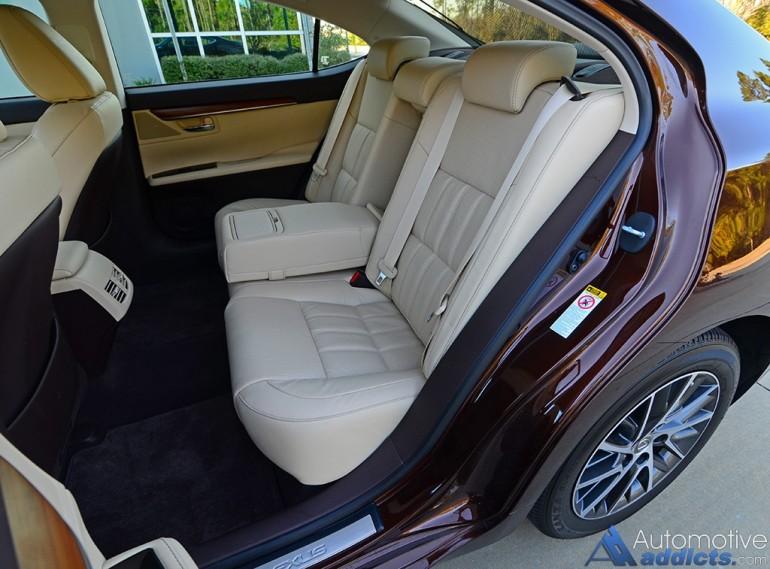 2016-lexus-es350-rear-seats