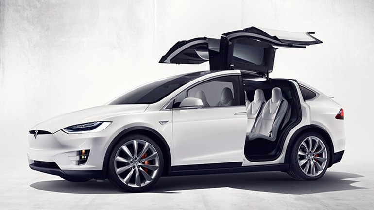 Coolness of new Tesla Model X Shown In Action: Overview Video
