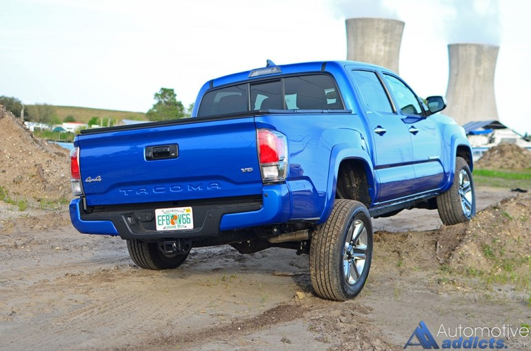 2016-toyota-tacoma-4x4-limited-rear-dirt-mound