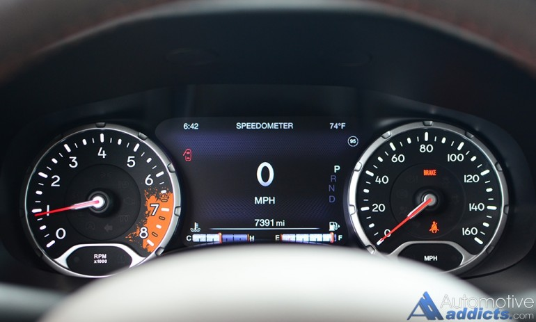 2016-jeep-renegade-limited-4x4-gauge-cluster