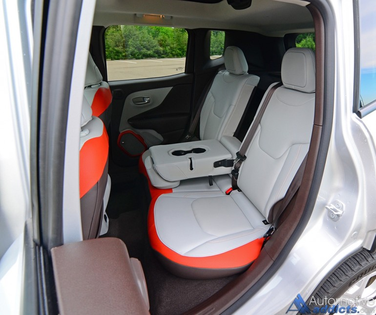 2016-jeep-renegade-limited-4x4-rear-seats