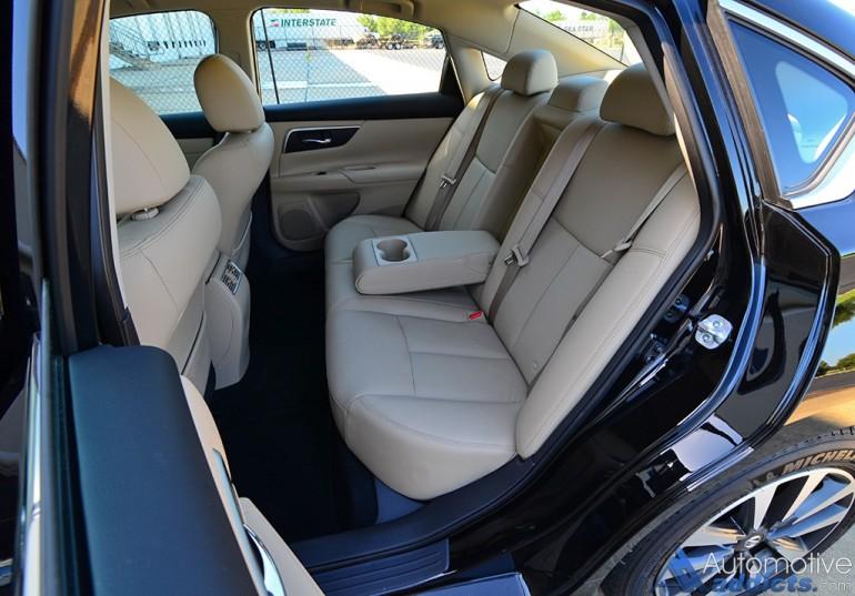 2016-nissan-altima-25-sl-rear-seats