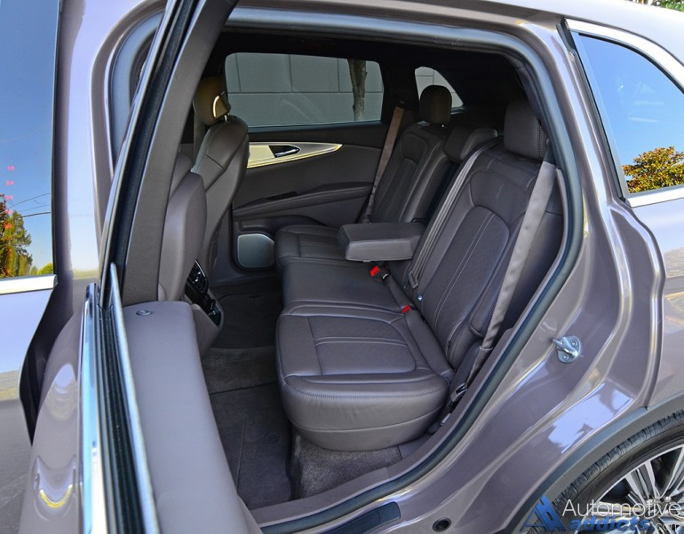 2016-lincoln-mkx-27-black-label-rear-seats