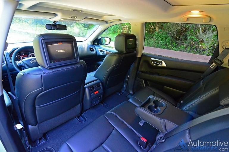 2017-nissan-pathfinder-platinum-4wd-cabin