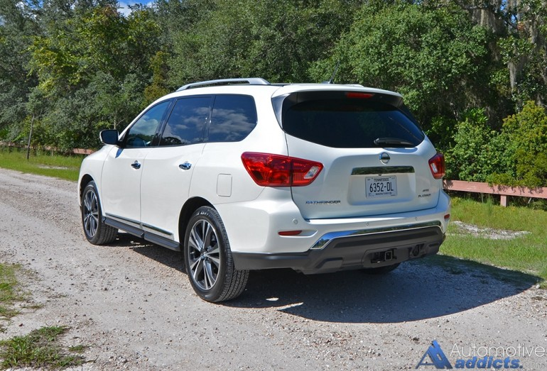 2017-nissan-pathfinder-platinum-4wd-rear-up