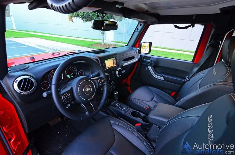 2016-jeep-wrangler-sahara-unlimited-dashboard