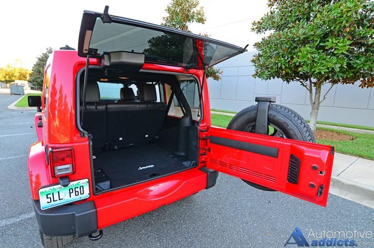 2016-jeep-wrangler-sahara-unlimited-rear-cargo