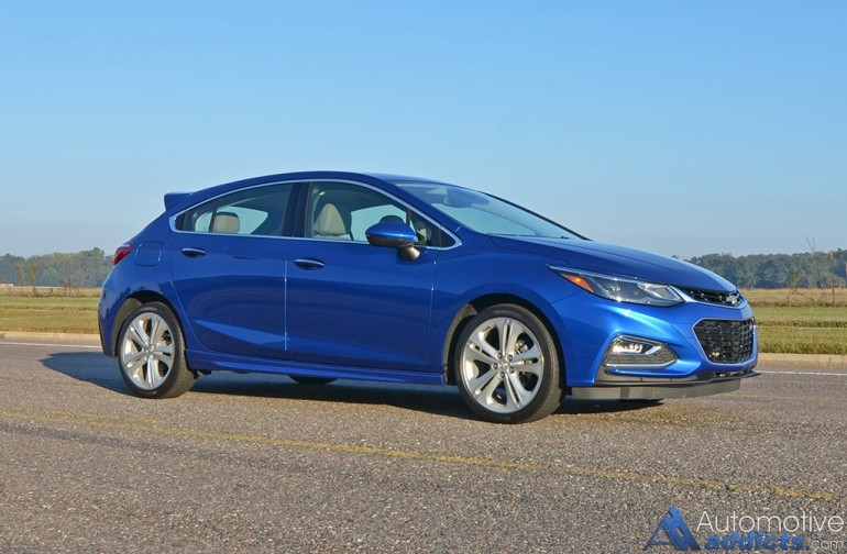 2017-chevrolet-cruze-hatchback-side-drive