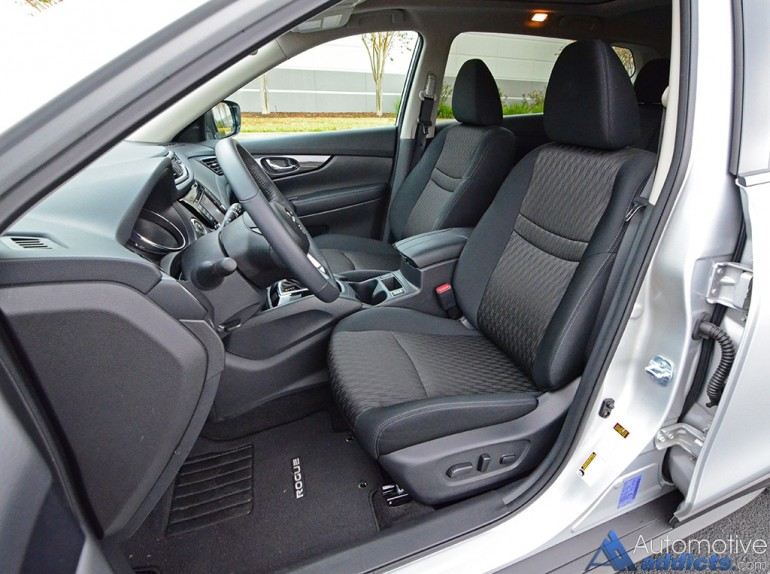 2017-nissan-rogue-sv-awd-front-seats