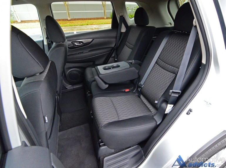 2017-nissan-rogue-sv-awd-rear-seats