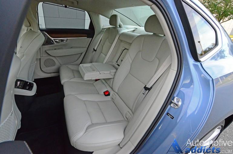 2017-volvo-s90-t6-rear-seats