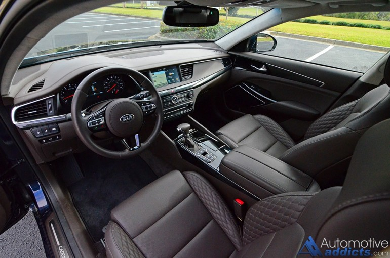 2017-kia-cadenza-limited-dashboard