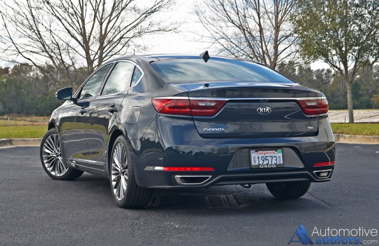 2017-kia-cadenza-limited-rear