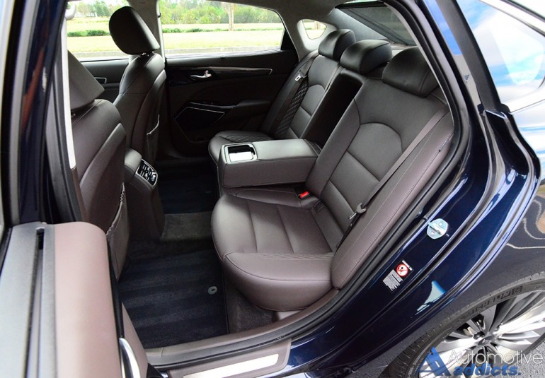 2017-kia-cadenza-limited-rear-seats