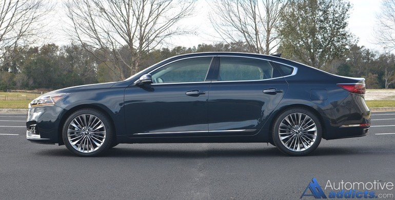 2017-kia-cadenza-limited-side