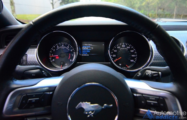 2017-ford-mustang-coupe-ecoboost-gauge-cluster