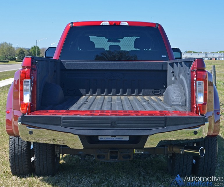 2017-ford-f-350-super-duty-drw-rear-bed