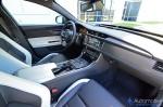2017-jaguar-xfs-dashboard