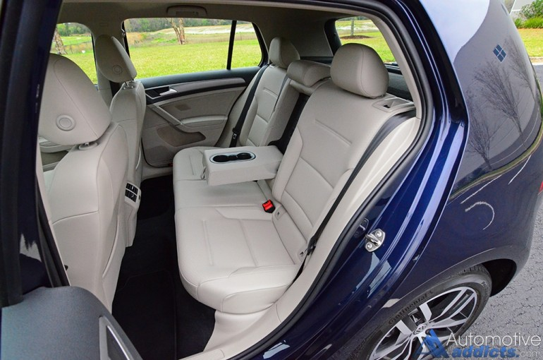 2017-volkswagen-golf-rear-seats