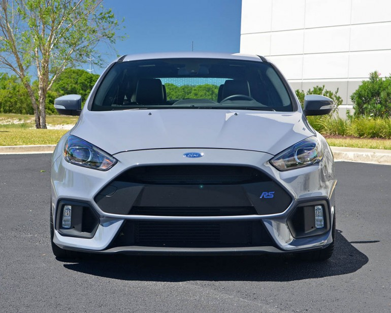 2017-ford-focus-rs-front