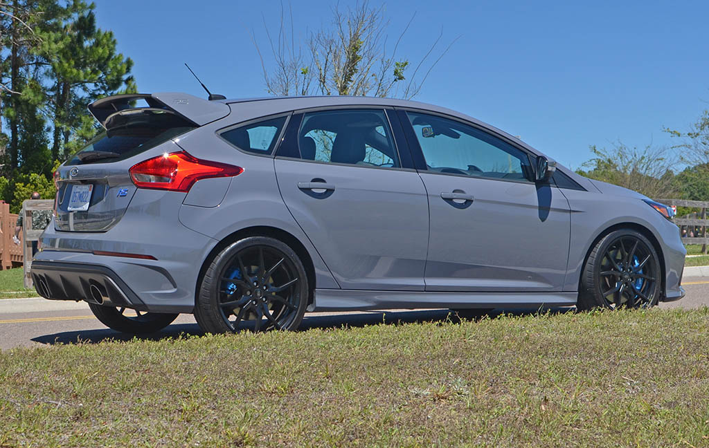 2017 ford focus rs review test drive. Black Bedroom Furniture Sets. Home Design Ideas