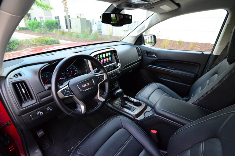 2017-gmc-canyon-denali-dashboard