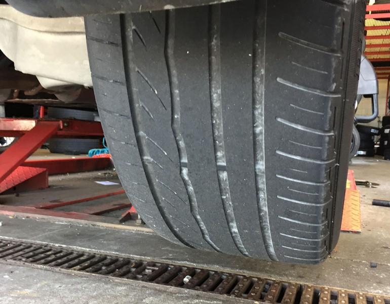 infiniti-fx50s-dunlop-tires-old-worn