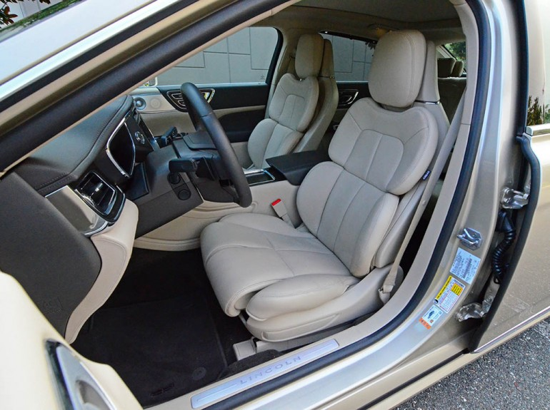 2017-lincoln-continental-reserve-awd-front-seats