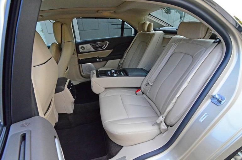 2017-lincoln-continental-reserve-awd-rear-seats