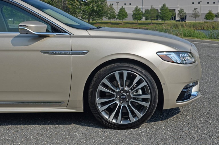 2017-lincoln-continental-reserve-awd-wheel-tire