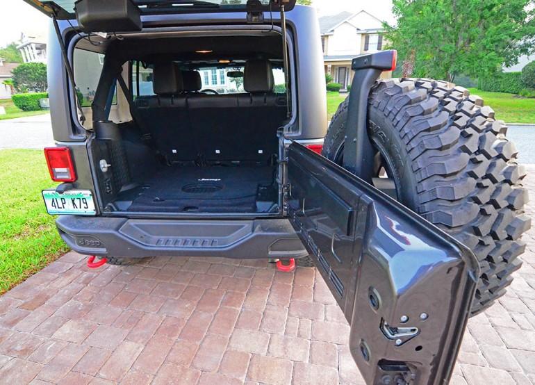 jeep-wrangler-unlimited-rubicon-hard-rock-edition-rear-cargo-door