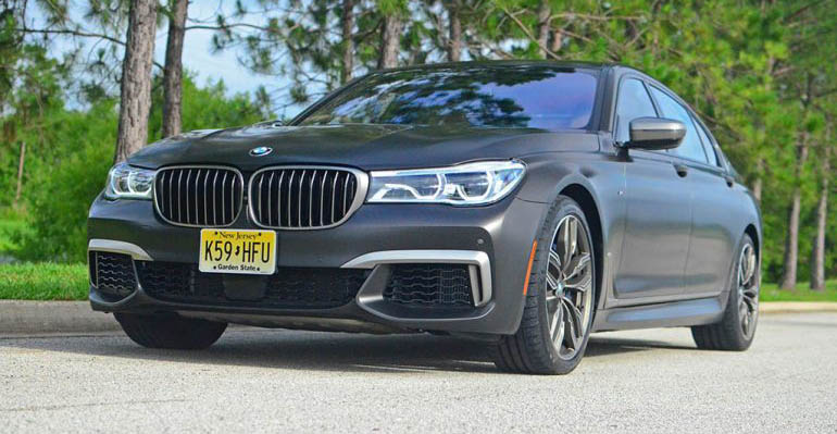 2017-bmw-m760i-xdrive-feature