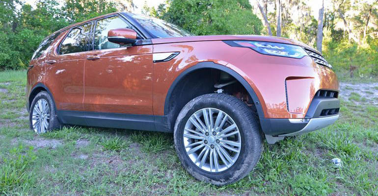 2017-land-rover-discovery-hse-td6-feature
