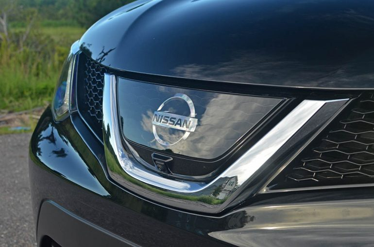 2017 Nissan Rogue Sport Grille Radar