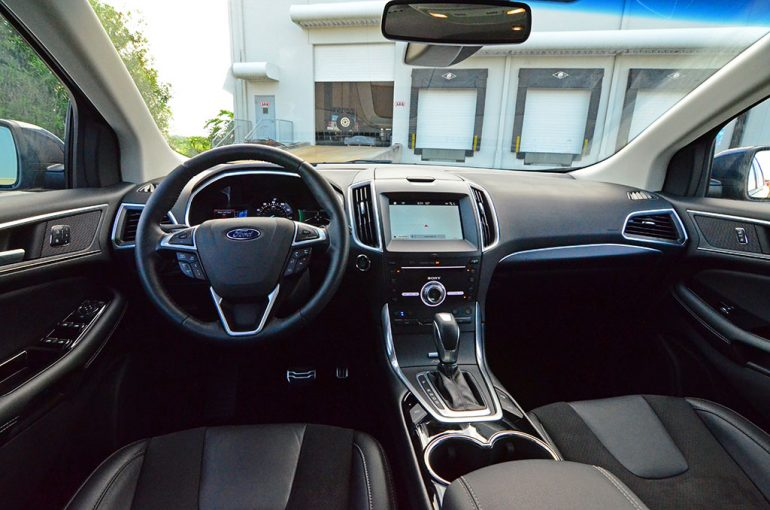 2017-ford-edge-sport-dashboard