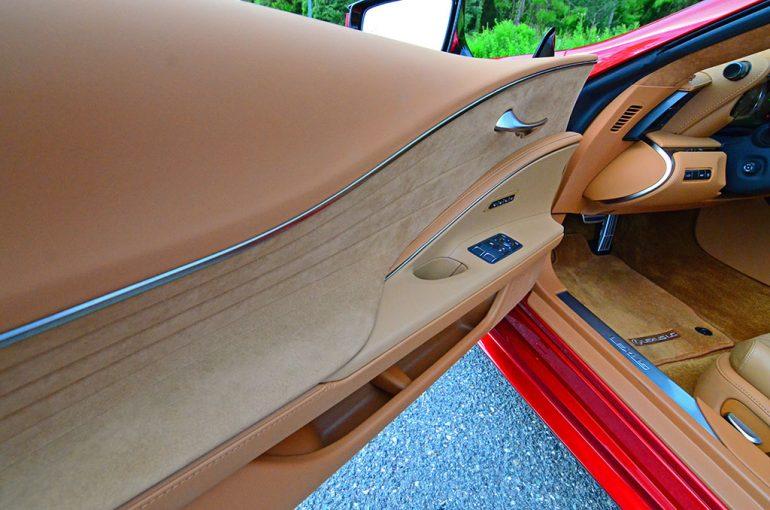 2018-lexus-lc500h-door-trim