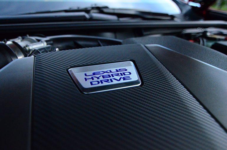 2018-lexus-lc500h-engine-cover
