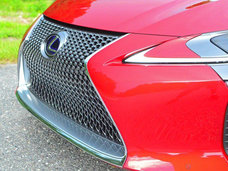 2018-lexus-lc500h-grille-detail