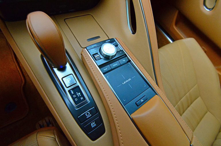 2018-lexus-lc500h-shifter-infotainment-controls